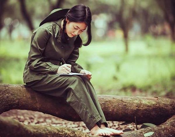 """phan tich ve dep cua nhan vat phuong dinh - Top 7 bài văn phân tích vẻ đẹp của Phương Định trong """"Những ngôi sao xa xôi"""" lớp 9 mới nhất"""