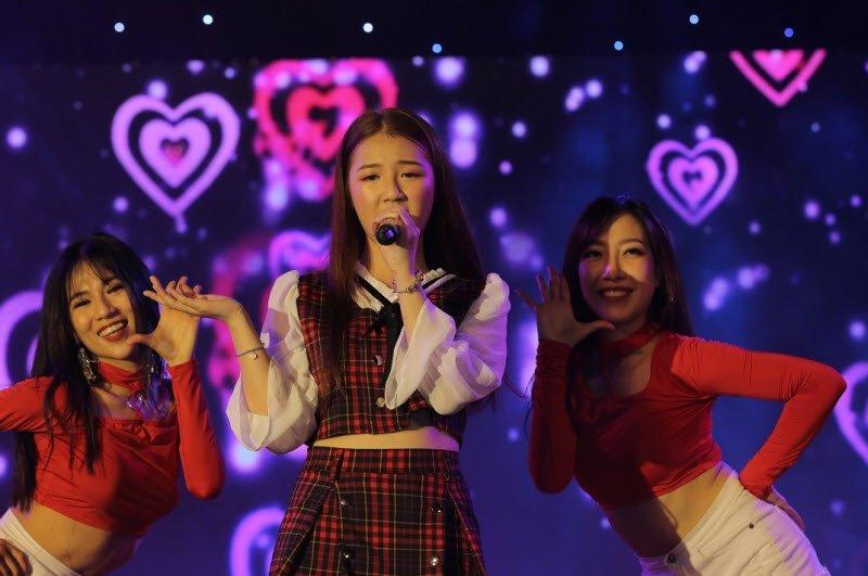 unnamed file 137 - Tả một ca sĩ đang biểu diễn lớp 5 hay nhất - 3 bài văn miêu tả ca sĩ Mỹ Tâm, Amme, Jungkook BTS ngắn gọn
